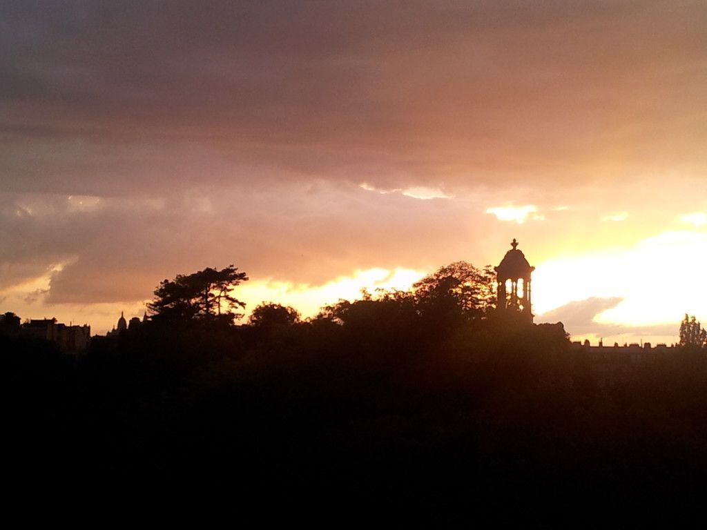 cc by Clem_ atardecer buttes chaumont